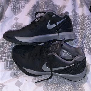 Black nike volleyball shoes